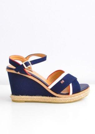 Sandały z marynarskimi paskami